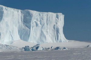 on the way to Agulhas we passed some beautiful icebergs