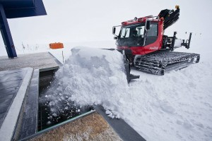 The snowmelt can easily be filled by Pistenbully today. Foto: Thomas Steuer (URL see above)
