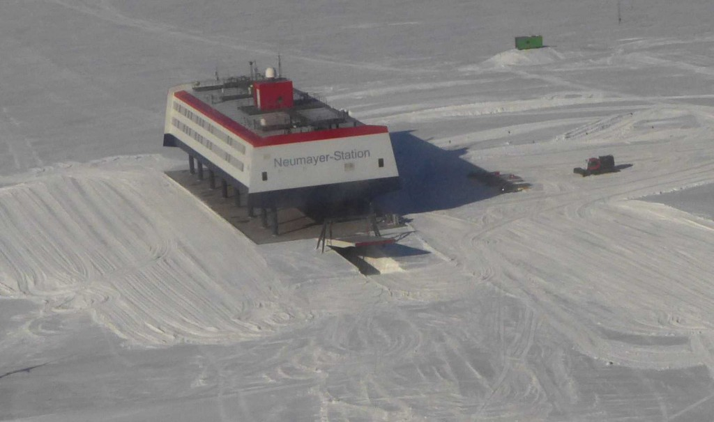 The last sight of Neumayer Station from the plane