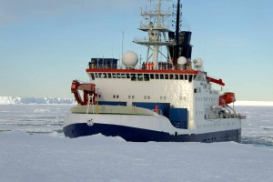 The ship approaching the ice edge, looking for a good place for the unloading
